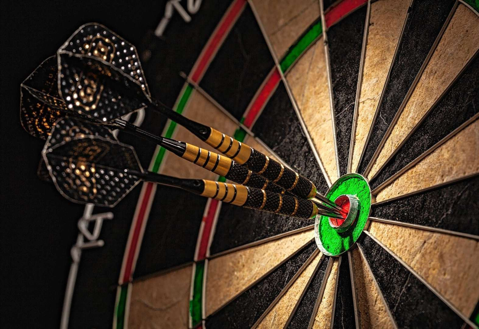 Donald and Davidson hit 14-dart pairs game as Wick league resumes
